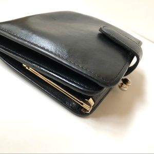 Coach Smooth Leather Bi-Fold Wallet Kiss-Lock Coin
